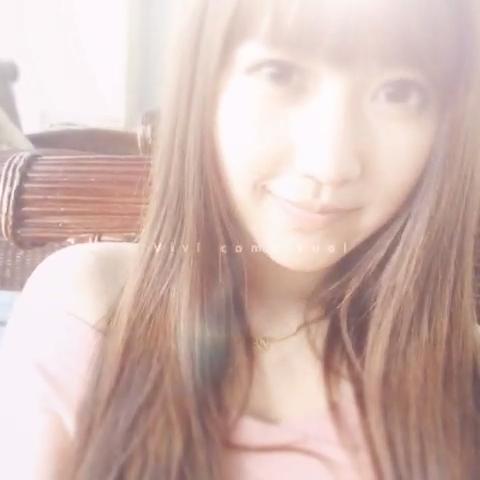 """许玥玥Eva的自拍视频  来看看我拍的MV:""""拍摄间隙玩玩美拍~"""