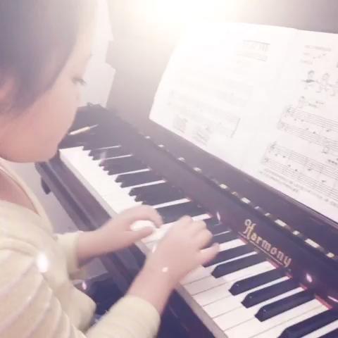 还是弹钢琴