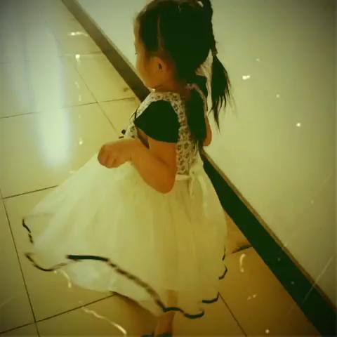 跳芭蕾的小女孩