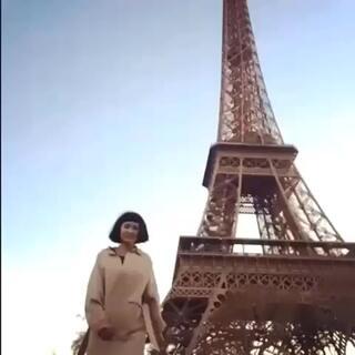 太太太太太爱铁塔该怎么办!不如把它变成mini size带回家吧!但是这样巴黎就没有最美的风景了…😓 so 还是把它还给大家吧😝😝 喜欢就点赞吧!
