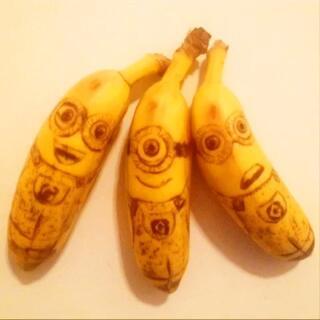 牙签画香蕉小黄人