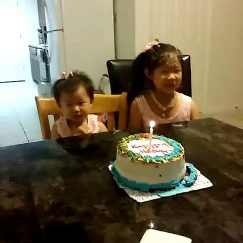小孩子生日好开心