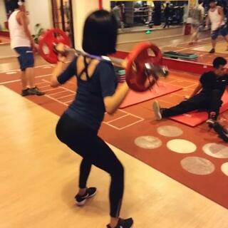 不深蹲无翘臀💪姐妹们练起来吧!刚开始练可以不用负重,20个为一组,连续做4组~有运动基础的亲们可以尝试加大难度的深蹲,效果更好哟!#运动##健身##爱健身##翘臀##翘臀练习##不深蹲无翘臀#