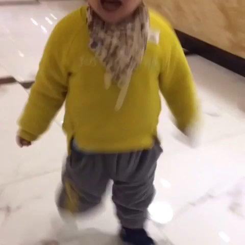 宝宝奔跑样子好搞笑