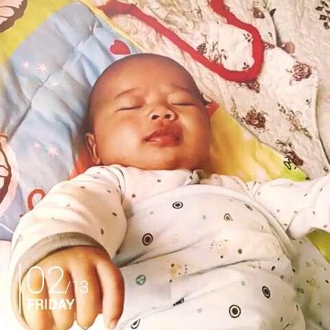 刚睡醒的小宝贝图片