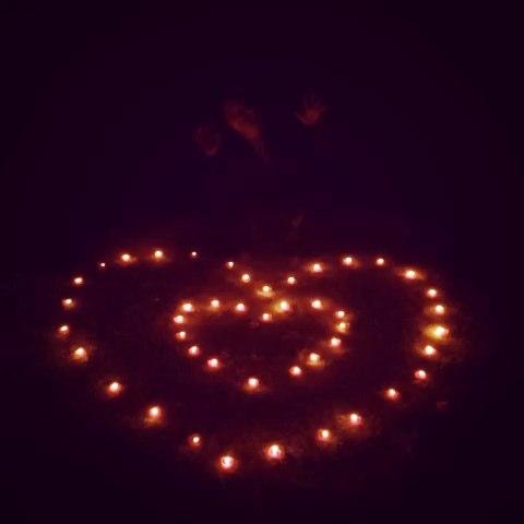 昨天我们一起摆的心形蜡烛图片