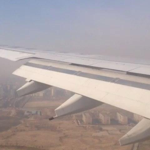 飞机降落航拍