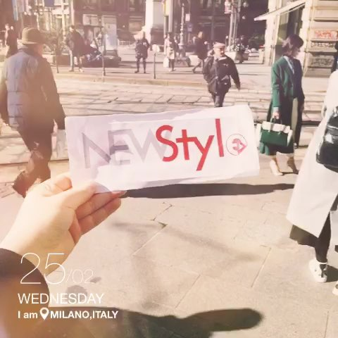 """#王丽坤米兰时装周# Day1,墨绿色长大衣配白色长裤"""""""