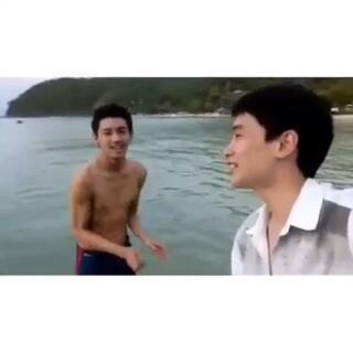 泰国一对男男情侣Deer和golf,非常甜蜜!你这爱笑的眼睛,迷死人了!😘#同性伴侣#