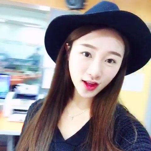 """来做个直播采访,收工啦 可以收心好好学韩语啦#周末"""""""