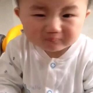 吃了柠檬小孩的表情萌萌哒😄😄😄
