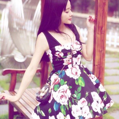 """#今天穿这样##照片电影# 小花裙~ - Yoko熊文丹的美"""""""