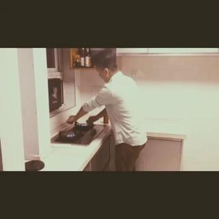 #厨房dj争霸赛##唱歌#逗比 我的生活😭@美拍小助手 @麦兜叔叔 @美拍精彩合集