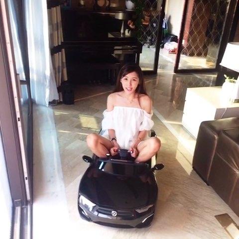 """新买的跑车!价值一百多个亿。我真的不是炫富"""""""