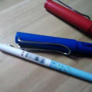 #晒出你笔袋里的笔#