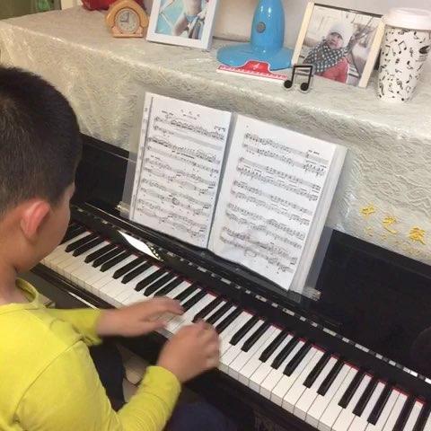 杨苏特8岁弹奏钢琴曲《北风吹》
