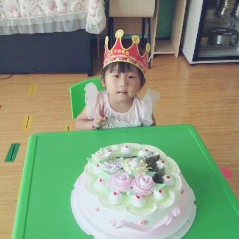 百度幼儿园祝海贝班刘欣小朋友生日快乐!
