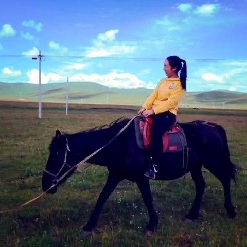 内蒙古草原图片 骑马