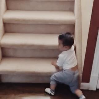 下楼梯基本靠滚
