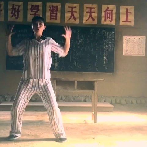 """#黄小蕾乌龟舞# 为了大家的肩膀颈部健康 我把我的"""""""
