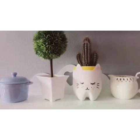 艺术可爱小花盆diy,用可乐瓶子,黑白颜料就可以做哦,超级q,喜欢吗?