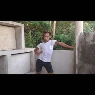 来醒醒脑~亚洲最具魔性男子天团翻拍shake it off MV,霉霉看到后会是什么个表情。。。#搞笑##最有魔性MV#