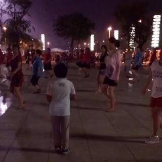 崽崽最爱的北站广场舞小舞神--胖哥哥