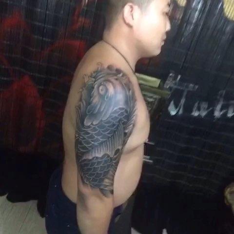 大臂覆盖鲤鱼完成,小涛纹身出品