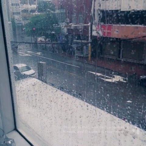 雨天pop海报模板