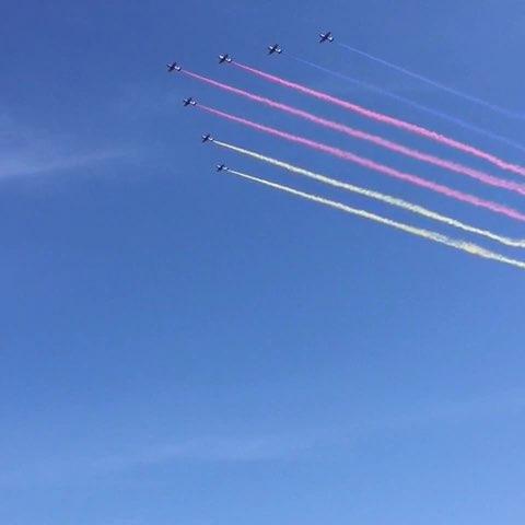 大阅兵飞机从头顶飞过,词穷,只能说好激动!