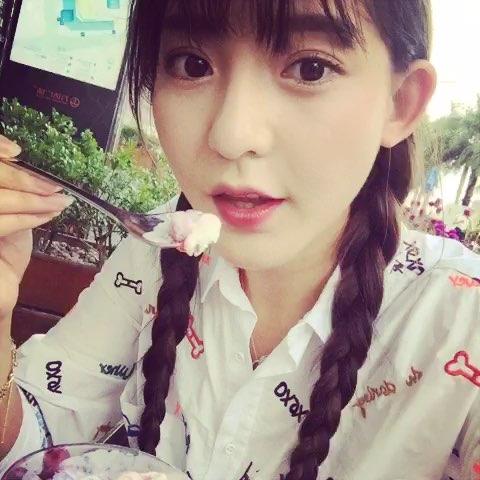 """#萌妹子范儿##微笑##女神#吃不吃冰淇淋"""""""