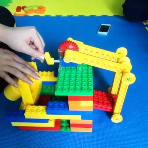 塑料积木搭建房子