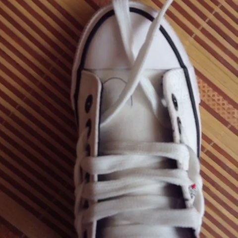 花样系鞋带图片
