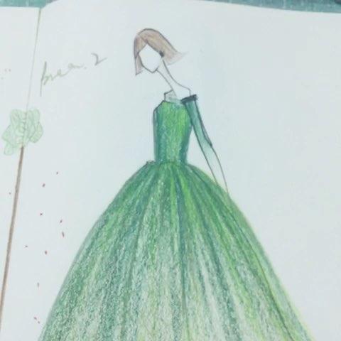 手绘服装设计#服装设计手绘#手绘彩铅画