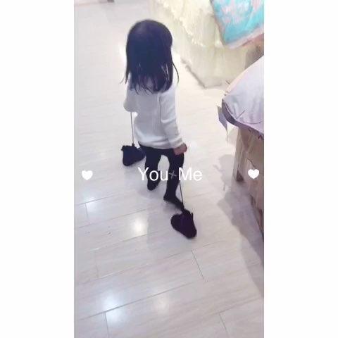 萌宝宝# 提着鞋子奔跑的小女孩2