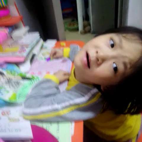 一个幼儿园的小朋友写作业竟然喊累 奔溃的表情