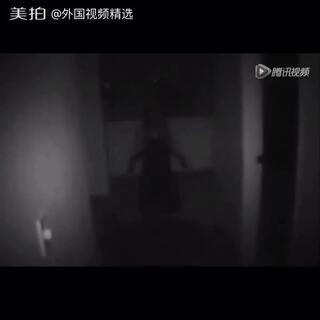 【恐怖慎点】 一所房子里………😣😣 (不敢看的点个赞,快发评论掩护大家~~)#恐怖##恐怖短片##一起来讲鬼故事##我要上热门#