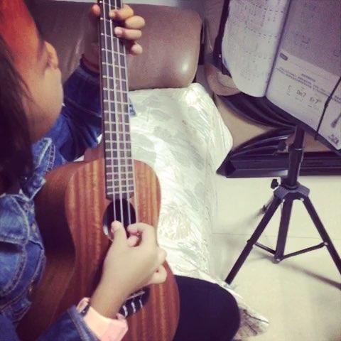 虫儿飞#弹ukulele的小肉爪