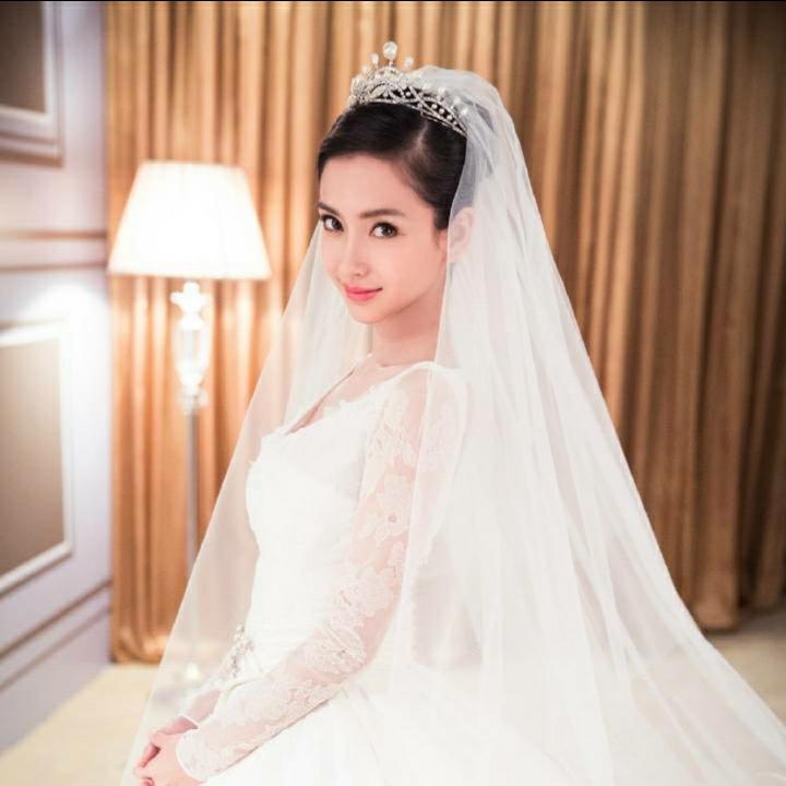 杨颖紫色欧式婚纱