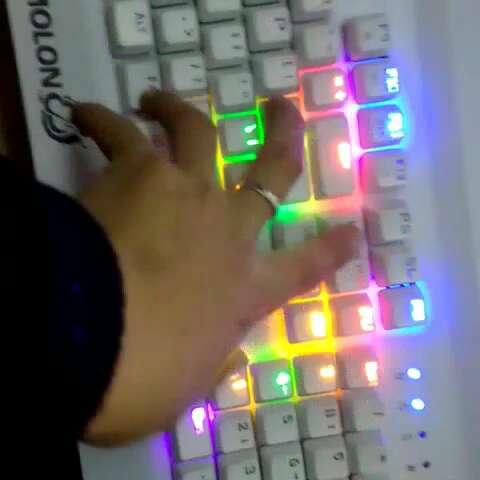 青轴蠢机械键盘,炫酷跑马灯!