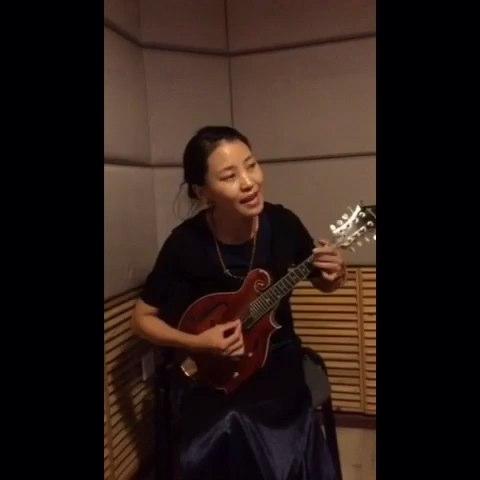 藏族女歌手拉吉