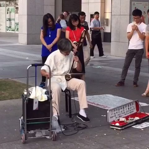 高手在民间 街头艺人二胡演绎 赛马图片