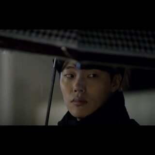 """#韩流新歌速递# 朴宝蓝 (Park Boram) - 惠化洞(或 双门洞) MV 【请回答1988】自播出以来收视率一路飙升,最高记录曾达到11.4%,整个韩国掀起了一阵""""请回答""""热潮。这首歌是在第7集中新添一首插曲,深受大众喜欢!这韩剧,你们都看了吗?😝"""