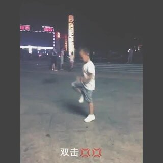 小朋友跳滑步舞