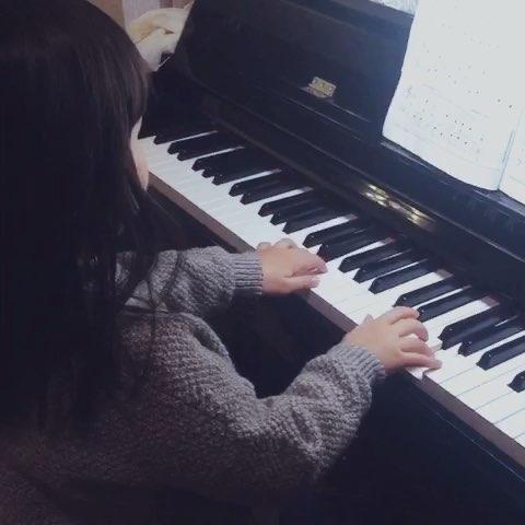 钢琴布娃娃弹琴简谱
