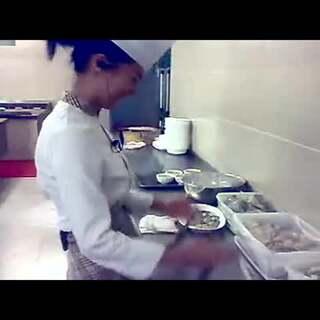 转笔什么的都弱爆了!女厨师转刀给你看#民间牛人##高手在民间#
