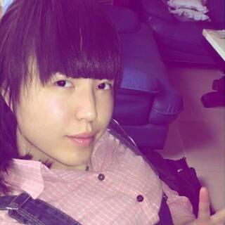 除了刘海,剩下的,估计就是美颜相机的区别……#大学是所整容院##掀起你的刘海来#