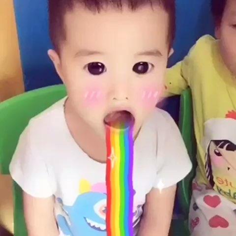 吐彩虹图片