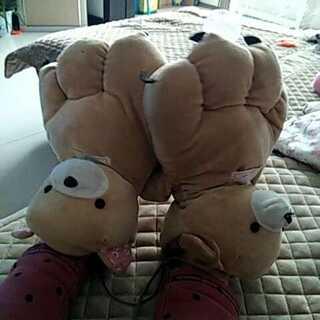 #把手套套在脚上#😂没事没事啦~就是凑个热闹而已啦(左爪上那根线被刮掉了)