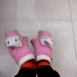 #把手套套在脚上#我也来玩啦。。手套有些旧了